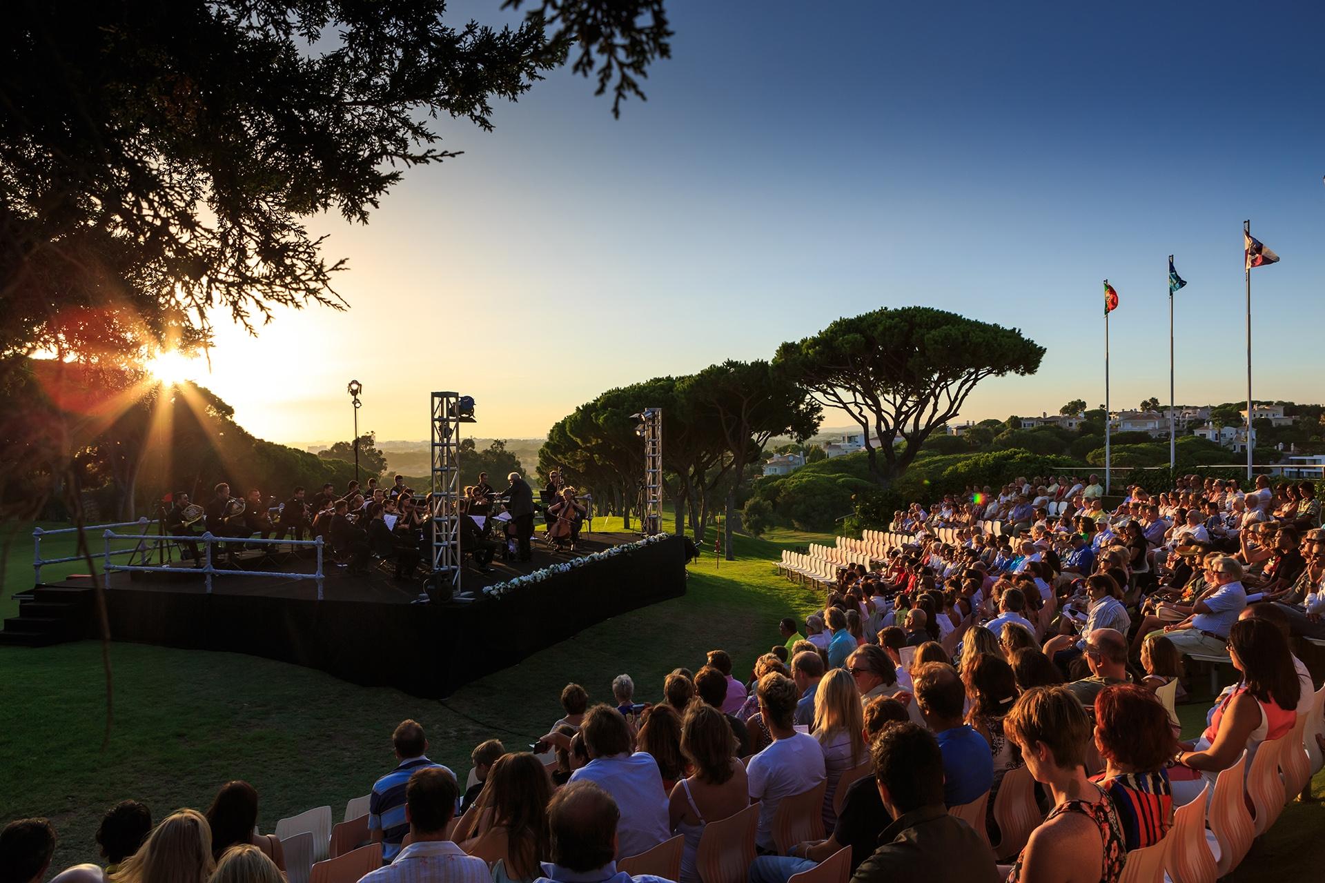 """AlgarveCool_Blog_Orquestra de Jazz do Algarve acompanha """"Selvis Prestley"""""""